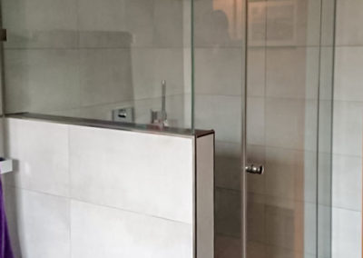 Dusche Nischenanlage halbhohe Wand